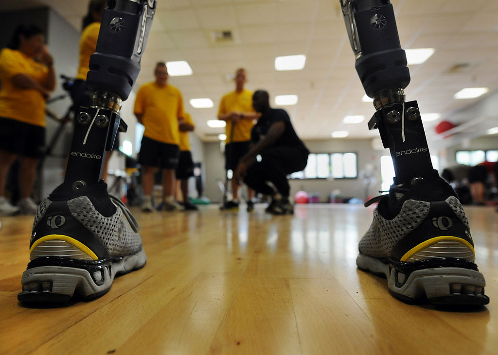 US_Navy_101005-N-2055M-357_Navy_volunteers_are_framed_between_the_prosthetic_legs_of_a_Paralympic_Military_Sports_Camp_participant_at_Balboa_Naval