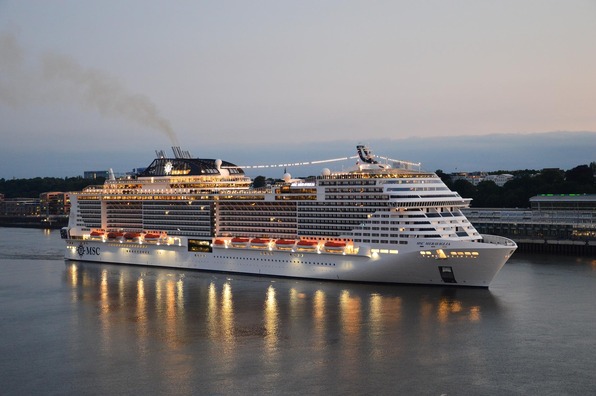 cruise-ship-3526709_1920 (1)