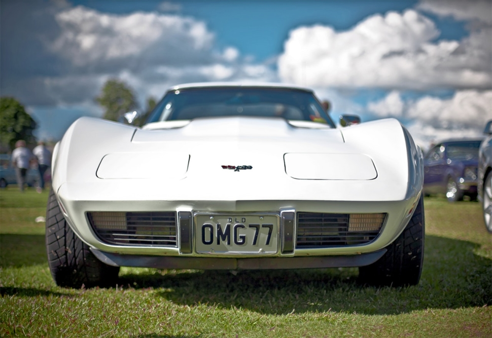 white-corvette-c3-with-omg77-license-plate-on-display-67546