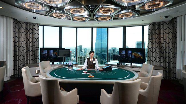 665590-high-rollers-room
