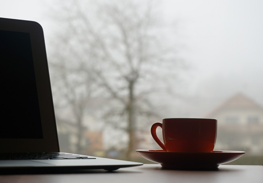cup-coffe-laptop-preview-850x594