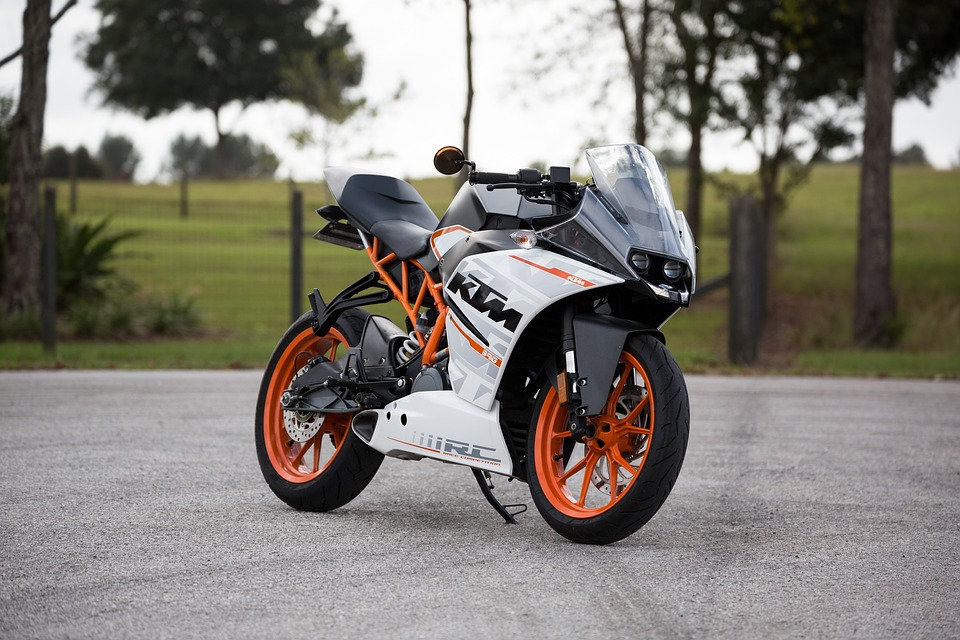 motorcycle-1081685_960_720