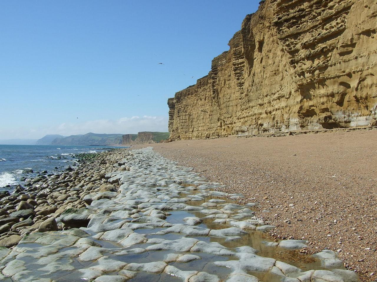 1280px-Burton_Beach,_Devon,_looking_west