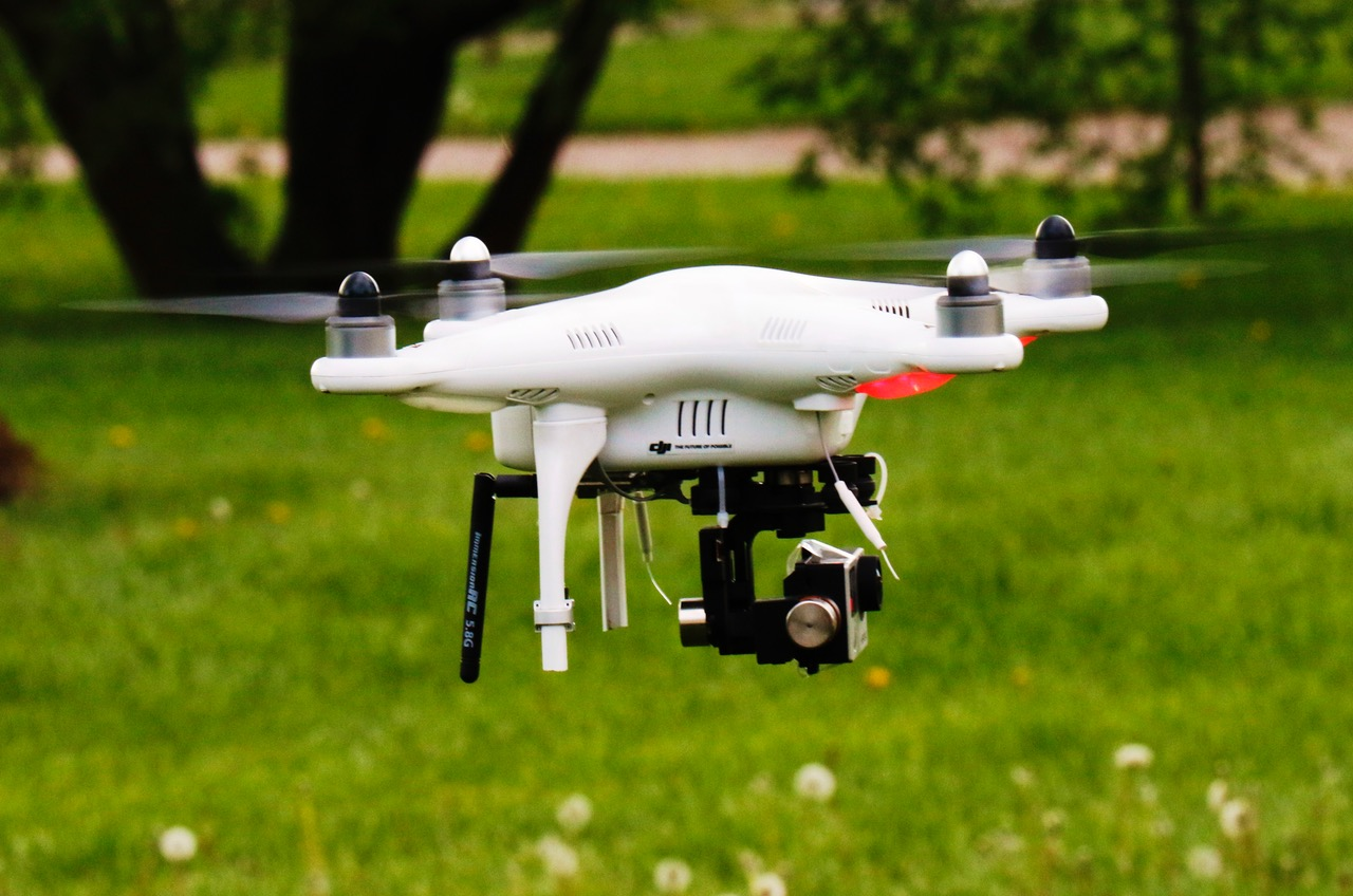 drone-green-grass-83492