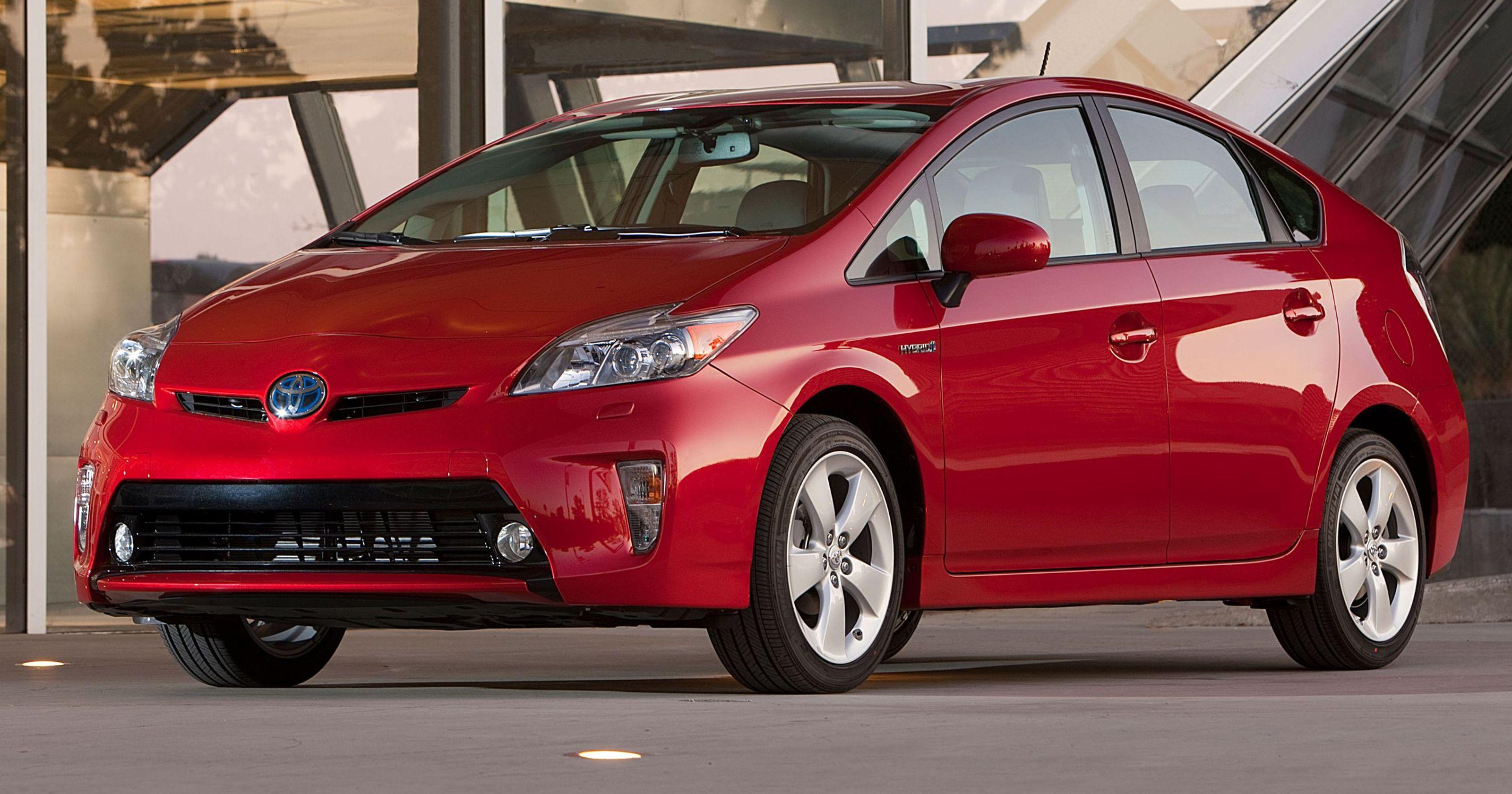 1393340199000-2012-Toyota-Prius-006